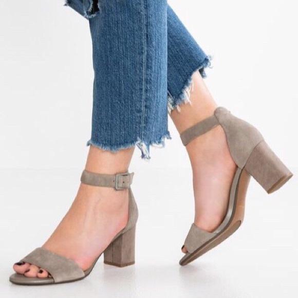 Clarks Collection Deva Mae Beige Dress Sandal NWT